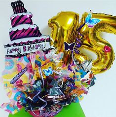 10 ideas de arreglos de 15 años Birthday Candles, Baskets, Cookie, Candy, Halloween, Ideas Para, Candy Arrangements, Rosettes, Decorated Boxes