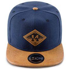 c9fecc72ca Boné Aba Reta 6 Gomos em poliéster, azul com aba marrom em couro sintético  com 8 costuras, modelo Snapback com regulador plástico, marca MXC original.