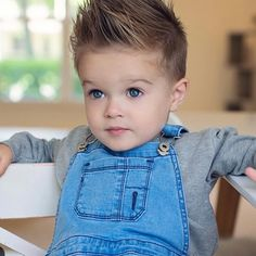 Blue eyes + blue denim 🙌🏼 Colton you are devine! Blue Eye Kids, Baby Girl Blue Eyes, Blue Eyed Baby, Boy Blue, Little Baby Picture, Cute Little Boys, Cute Boys, Cute Babies, Baby Boy Hairstyles
