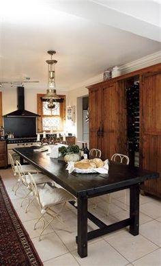 What a great idea, skip the island for the table! Modern Interior Design, Interior Design Inspiration, Cosy Kitchen, Old House Dreams, Table Plans, Farmhouse Table, My Dream Home, Dining Bench, House Styles