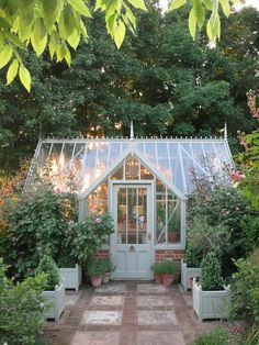 Amazing conservatory greenhouse ideas for indoor-outdoor.- Amazing conservatory greenhouse ideas for indoor-outdoor bliss, - Indoor Outdoor, Outdoor Greenhouse, Small Greenhouse, Greenhouse Plans, Greenhouse Gardening, Outdoor Gardens, Outdoor Living, Greenhouse Wedding, Outdoor Ideas