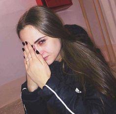 It's okay to laugh (crying is cool too) Crying Aesthetic, Bad Girl Aesthetic, Aesthetic Grunge, Gothic Aesthetic, Crying Pictures, Sad Pictures, Crying Eyes, Crying Girl, Girl Photo Poses