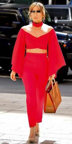 Jennifer Lopez in Street outfits J Lo Fashion, Plus Size Fashion, Fashion Outfits, Style Fashion, Fashion Tips, Fashion Trends, Jennifer Lopez, Casual Dress Outfits, Summer Dress Outfits