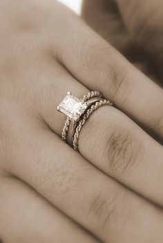 Kind of digging the thin, twisted wedding bands on each side, definitely unique..might be a way to incorporate gold into my set without making anything too permanent