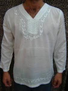 Resultado de imagem para bata indiana masculina Camisa Medieval, Hippie Bohemian, Bohemian Style, African Wear, Denim Outfit, Wedding Attire, Muslim, Fashion Dresses, Menswear