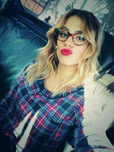 martina stoessel 2014 - Google Търсене Violetta Outfits, Violetta Disney, Violetta Live, Celebrity Selfies, Celebrity Singers, Latest Hairstyles, Cool Hairstyles, Disney Channel Shows, Look Alike