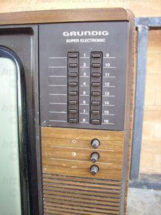 Televisor Grundig T818/16 de 1984 Radios, Lionel Train Sets, 90s Nostalgia, Old Tv, Sweet Memories, My Memory, Old Photos, Childhood Memories, Retro Vintage