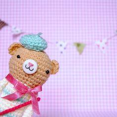 Crocheted Miss Petite de Amigurumi Bear - (Finished Doll)