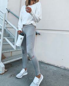 Winter and Fall Fashion For Women Sporty Winter Womens Workout Outfits. casual gym outfit for women. Cute Workout Outfits, Workout Attire, Womens Workout Outfits, Fitness Outfits, Yoga Outfits, Fitness Pants, Winter Workout Outfit, Workout Wear, Dress Outfits