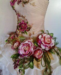 MADE TO ORDER handmade wedding dress mini plus tail white beige cream dress roses embroidered patch - Hochzeit - Gatsby Wedding Dress, Modest Wedding, Wedding White, Wedding Gowns, Edgy Wedding, Sparkle Wedding, Hair Wedding, Beaded Flowers, Fabric Flowers