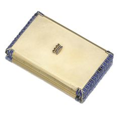 Yellow gold and sapphire vanity case, Van Cleef Arpels, circa 1930 Lipstick Case, Lipstick Holder, Art Deco Vanity, Van Cleef Arpels, Vintage Vanity, Orange And Purple, Makers Mark, Jewelry Collection, Vanity Cases