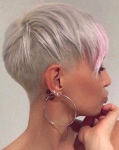 visit for more 85 New Best Pixie Cut Ideas for 2019 Love this Hair The post 85 New Best Pixie Cut Ideas for 2019 Love this Hair appeared first on kurzhaarfrisuren. Short Pixie Haircuts, Short Hair Cuts, Short White Hair, Haircut Short, Fade Haircut, Blonde Pixie Cuts, Sassy Hair, Ombré Hair, Haircut And Color