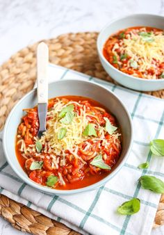 Courgetti bolognese met linzen - Lekker en Simpel Zucchini Bolognese, Thai Red Curry, Foodies, Nom Nom, Dinner Recipes, Veggies, Food And Drink, Yummy Food, Pasta