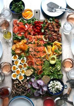 just gonna have a small salad for dinner . slow-roasted salmon california cobb salad on a board: tomatoes and peppadews 🍅🌶 + citrus herb roasted salmon 🍊+ medium boiled eggs + meyer lemons 🍋… Roasted Salmon, Roasted Garlic, Cooking Recipes, Healthy Recipes, Food Platters, Dinner Salads, Food Presentation, Cobb Salad, Salad Recipes
