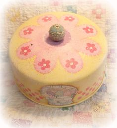 "E Pattern - Martha Smalley's Apple Tree Cottage Designs - ""Spring Sugar Cookies Cake Cover"". $5,00, via Etsy."