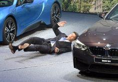 Galdino Saquarema 1ª Página: Desmaiou no palco o executivo-chefe da BMW Harald Krueger