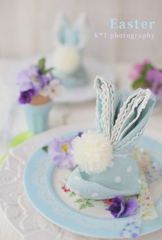 Love this pretty palette and standard bunny napkins adorned with cottontails!!