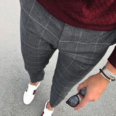 Love these grey checked trousers - Lässige Herrenmode Mens Fashion Blog, Fashion Pants, Fashion Outfits, Men's Fashion, Fashion Sites, Street Fashion, Fashion Trends, Mode Outfits, Casual Outfits