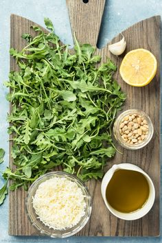 This Arugula Pesto Pasta is a light vegetarian dish that is easy to make! Rich arugula pesto coated pasta with mozzarella pearls, tomatoes and sweet basil. Arugula Pesto Recipe, Pesto Pasta Recipes, Bucatini Pasta, Light Pasta, Mozzarella Pasta, Veggie Noodles, Food Videos, Food Processor Recipes, Vegetarian Dish