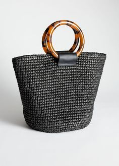 Summer straw tote bags come in a variety of shapes like buckets, clutches, and squares. Summer straw tote bags are eco-friendly, affordable and unique! Tote Handbags, Tote Bags, Diaper Bag Backpack, Diaper Bags, Straw Tote, Black Tote Bag, Evening Bags, Fashion Bags, Fashion Wear