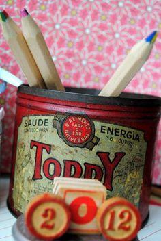 """antiga lata de Toddy 60s:  """" Saude e Energia - o alimento para para o Lar Universal"""""""