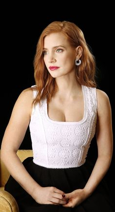 Celebrities - Jessica Chastain Photos collection You can visit our site to see other photos. Beautiful Celebrities, Most Beautiful Women, Beautiful Actresses, Beautiful People, Actress Jessica, Gorgeous Redhead, Woman Crush, Mannequins, American Actress