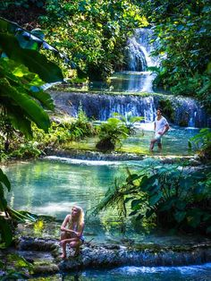 Mele Cascades and Waterfalls, on Efate, Vanuatu. Photo by David Kirkland/Vanuatu Tourism Office (Figi) Tonga, Places To Travel, Places To See, Papua Nova Guiné, Fiji Travel, Destinations, Photos Voyages, South Pacific, Australia Travel