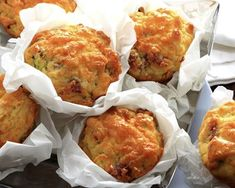 Muffins salés au poulet et curry : http://www.cuisineaz.com/recettes/muffins-sales-au-poulet-et-curry-76500.aspx
