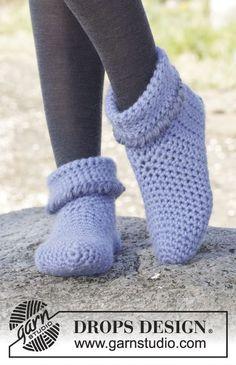 """""""En Pointe"""" by DROPS Design ~ Crochet socks/slippers free pattern Crochet Slipper Boots, Crochet Slipper Pattern, Knitted Slippers, Crochet Slippers, Knitting Patterns Free, Free Pattern, Crochet Patterns, Free Knitting, Drops Design"""