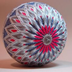 All Japanese, Japanese Culture, Temari Patterns, Paper Balls, Thread Art, Weaving Art, Fabric Manipulation, String Art, Color Themes