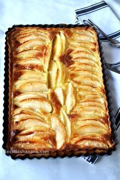 tarte aux pommes et mascarpone … - cuisine recipes pies Apple Recipes, Sweet Recipes, Bolo Grande, Mousse Au Chocolat Torte, Delicious Desserts, Dessert Recipes, Thermomix Desserts, Sweet Pie, Fruit Tart