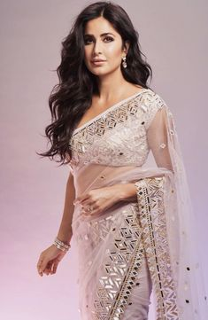 Actress Katrina Kaif Stunning Still In A Saree Bollywood Designer Sarees, Latest Designer Sarees, Bollywood Saree, Bollywood Actress, Bollywood Girls, Bollywood Fashion, Indian Celebrities, Bollywood Celebrities, Saree Dress
