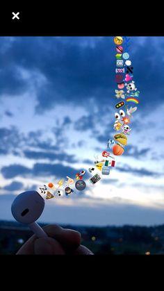 Music is life IG: soydanielgp Cute Emoji Wallpaper, Tumblr Wallpaper, Creative Instagram Stories, Instagram Story Ideas, Aesthetic Iphone Wallpaper, Aesthetic Wallpapers, Artsy Bilder, Photo Swag, Emoji Photo