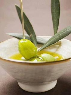 Use Olive Oil as a shaving oil. This would be great for sensitive skin or delica. Use Olive Oil as a shaving oil. This would be great for sensitive skin or delicate parts of the body, like the armpi Pesto, Diy Beauty Treatments, Spa Treatments, Chamomile Oil, Shaving Oil, Peeling, Olive Tree, Lavender Oil, Food Art