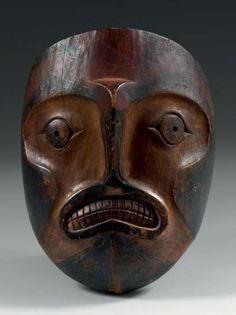 Masque chamanique en bois de cèdre, Tlingit ou Makat ; Colombie Britanique, vers 1900 ; H. 25 cm