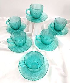 Arcoroc France Turquoise Herringbone Lot 6 Cups Saucers Signed Vintage Rare Only 1 left! Vintage Cups, Vintage Tea, Vintage Signs, Vintage Dishes, Cup And Saucer Set, Tea Cup Saucer, Glass Tea Cups, Nordic Ware, Dinner Plate Sets