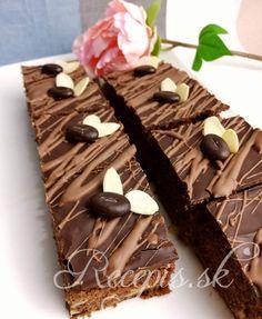 Raz som u známej jedla fantastický perník, ktorý bol aromatický, krásne štavnatý, s intenzívnou čokoládovou chuťou a chrumkavými kúskami vo vnútri. Má niečo chuťovo z brownies ale konzistenciou je to perník. Určite sa oplatí vyskúšať.    Nakoľko sa doňho dáva relatívne veľa čokolády, je to ideálny recept tiež na zúžitkovanie čokoládových mikulášov, či zajacov, ktorých sa u nás vďaka trom deťov najmä po sviatkoch, vždy veľa nazbiera.    Potrebujete:    3 vajíčka 1  šálka kr. Cukru 1 celé maslo- Dairy, Cheese, Food, Essen, Meals, Yemek, Eten