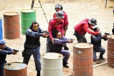O Centro de Treinamento de Tiro Policial (CTTP) da Polícia Militar do Amazonas formou a 10ª turma de policiais em Estágio Básico de Tiro, um treinamento para aperfeiçoamento do manuseio de armas e técnica de tiros. O CTTP foi ativado em julho de 2013 e já capacitou 4.600 policiais em treinamento de tiros, entre policiais civis e militares. O estágio básico tem duração de uma semana com 44 horas de atividades, divididas em aula teórica, simulador e aula prática. Da 10ª turma participaram 22…