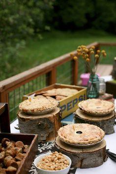 reception desserts - wedding photo by top Portland, Oregon wedding photographer Aaron Courter