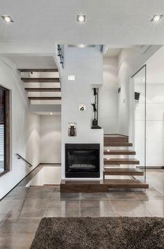 Totem House se encuentra en Toronto, Canadá, y fue diseñada por rzlbd .  La Arquitectura exterior de la casa es muy diferente de los que la ...