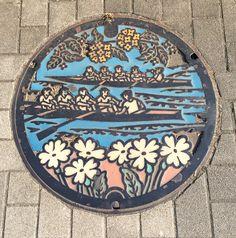 さすが1964Tokyoオリンピックのボート競技会場だった戸田市、マンホールも漕艇だ!