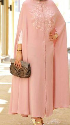 Love it but that shirt underneath is a bad mix , – Tesettür Tunik Modelleri 2020 Iranian Women Fashion, Islamic Fashion, Muslim Fashion, Modest Fashion, Fashion Outfits, Mode Abaya, Mode Hijab, Hijab Style Dress, Abaya Designs