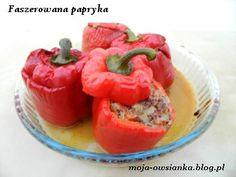 Pyszna papryka faszerowana komosą ryżową, cebulką, pieczarkami i pomidorami