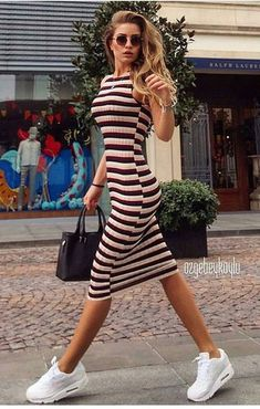 The Most Amazing Bodycon Dress Outfits To Wear This Autumn Cotton striped bodycon dress and white sneakers look clean and great. Outfit Vestido Casual, Casual Dress Outfits, Trendy Dresses, Nice Dresses, Cute Outfits, Bodycon Outfits, Black Bodycon Dress, Dress Black, Look Fashion