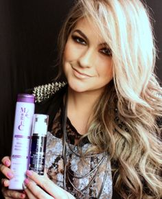 Alice Salazar dá dicas de produtos de beleza para deixar os cabelos platinados e mais claros em qualquer época do ano
