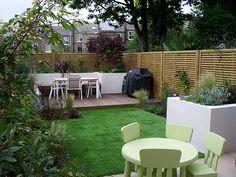 This fencing is lovely Hardwood Decking, London Garden, Family Garden, Garden Seating, Outdoor Furniture Sets, Outdoor Decor, Raised Beds, Trellis, Hackney