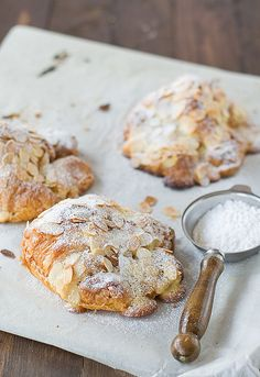 i've never met an almond croissant i didn't like. Almond Croissant, Croissant Recipe, Mini Croissant, Delicious Desserts, Yummy Food, Sweet Bread, Love Food, Sweet Recipes, Donuts