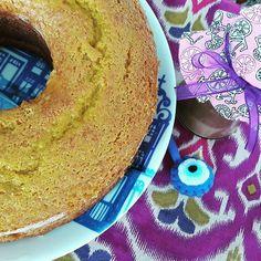 Para uma pessoa cosmopolita um Bolo de Cenoura com Calda de Brigadeiro com cara da minha habbiba  Georgea Khayat @georgeak. #bolodecenoura #carrotcake #brigadeiro 🌱🐔🐄🍫🍰 @donamanteiga #donamanteiga #danusapenna #amanteigadas #gastronomia #food #dessert #pie www.donamanteiga.com.br
