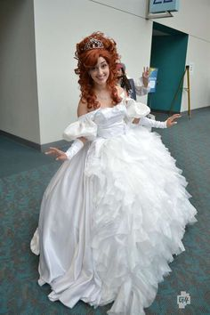 Jack Photobombing Giselle; Comic-Con 2012 Anime, Sci-Fi, Fantasy & More Cosplay Pictures Photo Gallery - G4tv.com