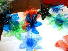 """Idee d'arredamento e monili """"green"""" in plastica colorata, tutta rigorosamente ricavata da bottiglie! Accessori fashion creativi ricavati da materiale riutilizzato e assemblato total nichel free. Design by Mati. Info: www.perilmondo.org"""